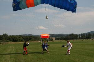 Gruppenevent Tandemsprung Klatovy 27 Fallschirmspringen
