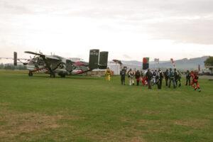 Skyvan mit Fallschirmspringer